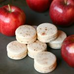 APPLE CINNAMON MACARONS